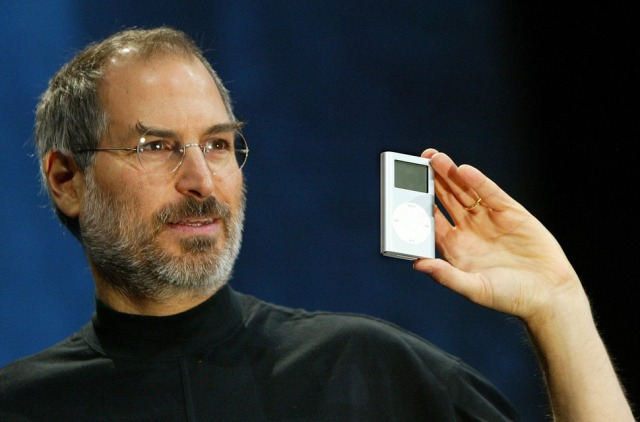 Steve Jobs introduces the first iPod [2001]